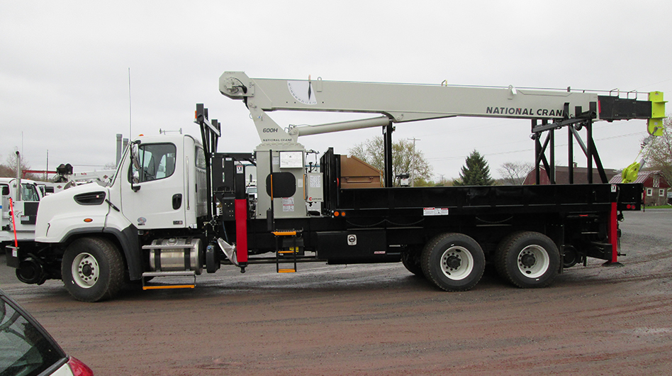 HEAVY-DUTY RAIL CRANE
